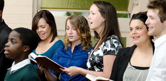 Sängerinnen und Sänger in einem Chor